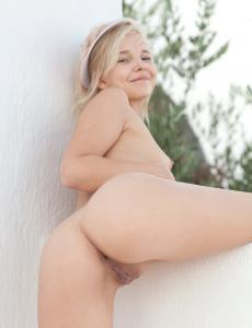Beautiful asian girl Asuki Kishi