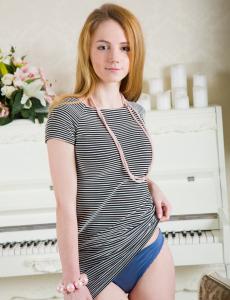 Glamour asian hottie has large labia